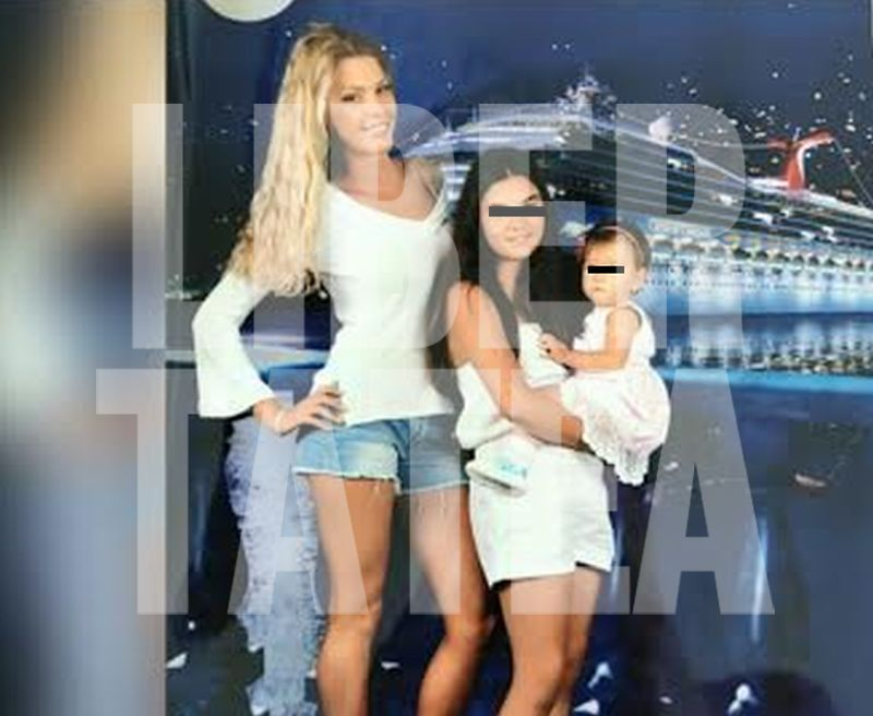 FOTO EXCLUSIV/ Ce făcea Alina Vidican când Valentina Pelinel organiza în mare secret botezul