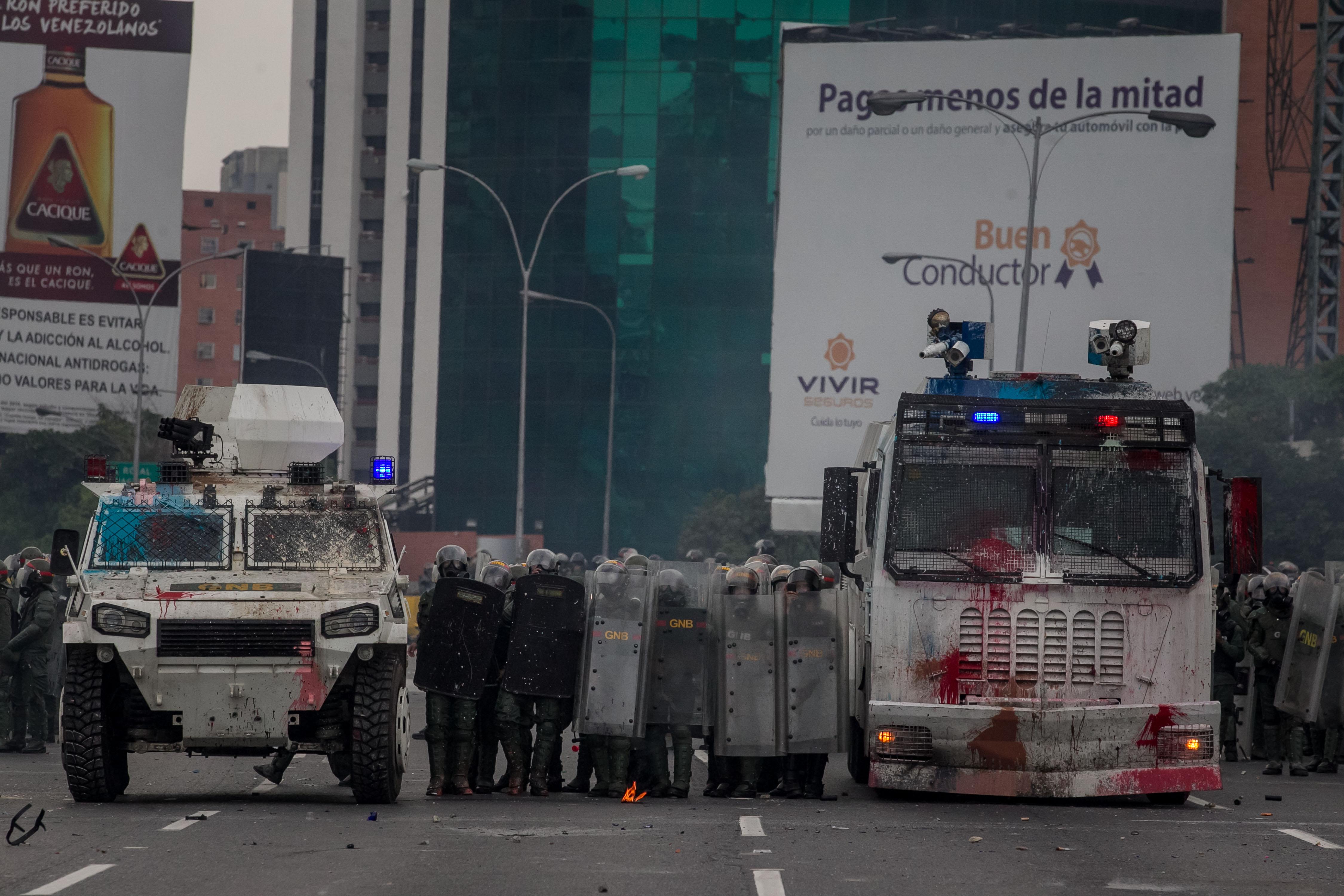 """Protestatarii din Venezuela au început să arunce cu materii fecale în polițiști: """"Ei au gaze lacrimogene, noi excremente"""""""