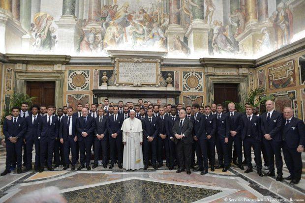 Jucătorii de la Lazio (dreapta) și Juventus au fost primiți de Papa înaintea meciului FOTO: EPA