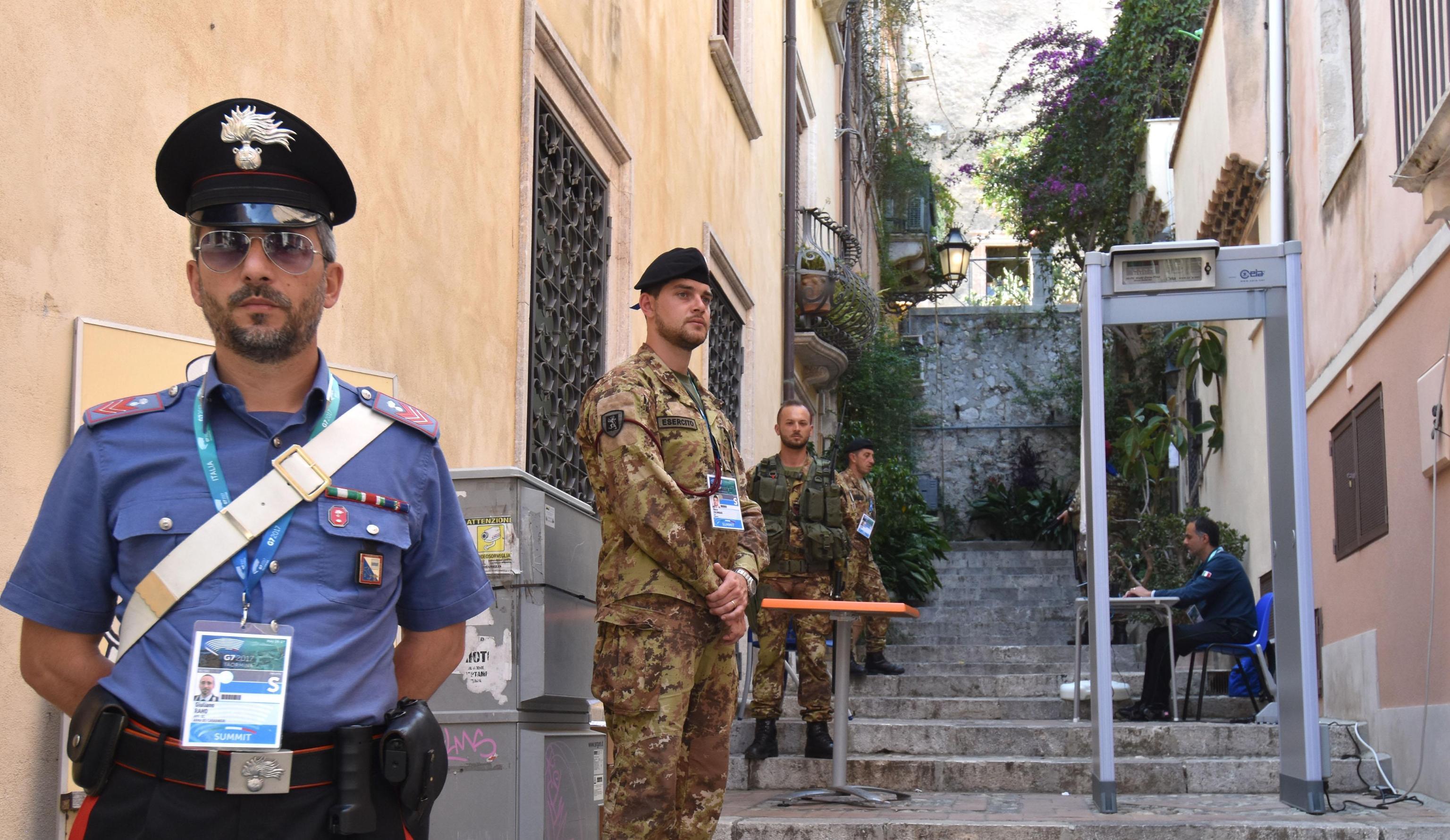 FOTO   Stațiunea Taormina, transformată într-o fortăreață pentru summitul G7. Localnicii nu sunt mulțumiți de desfășurarea de forțe