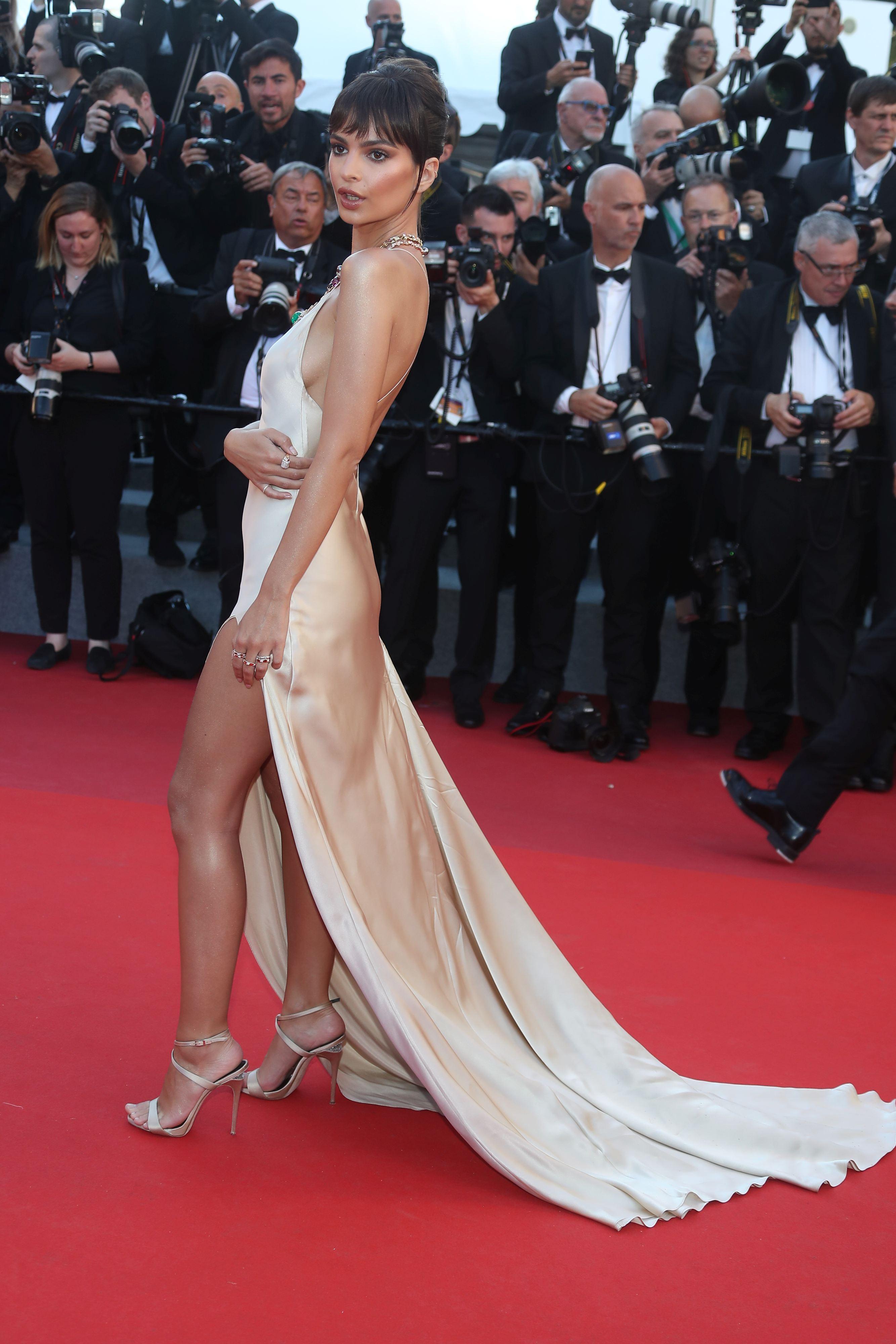 Bella Hadid și-a arătat lenjeria intimă pe covorul roșu de la Cannes. Emily Ratajkowski, ținută provocatoare | FOTO ÎN ARTICOL