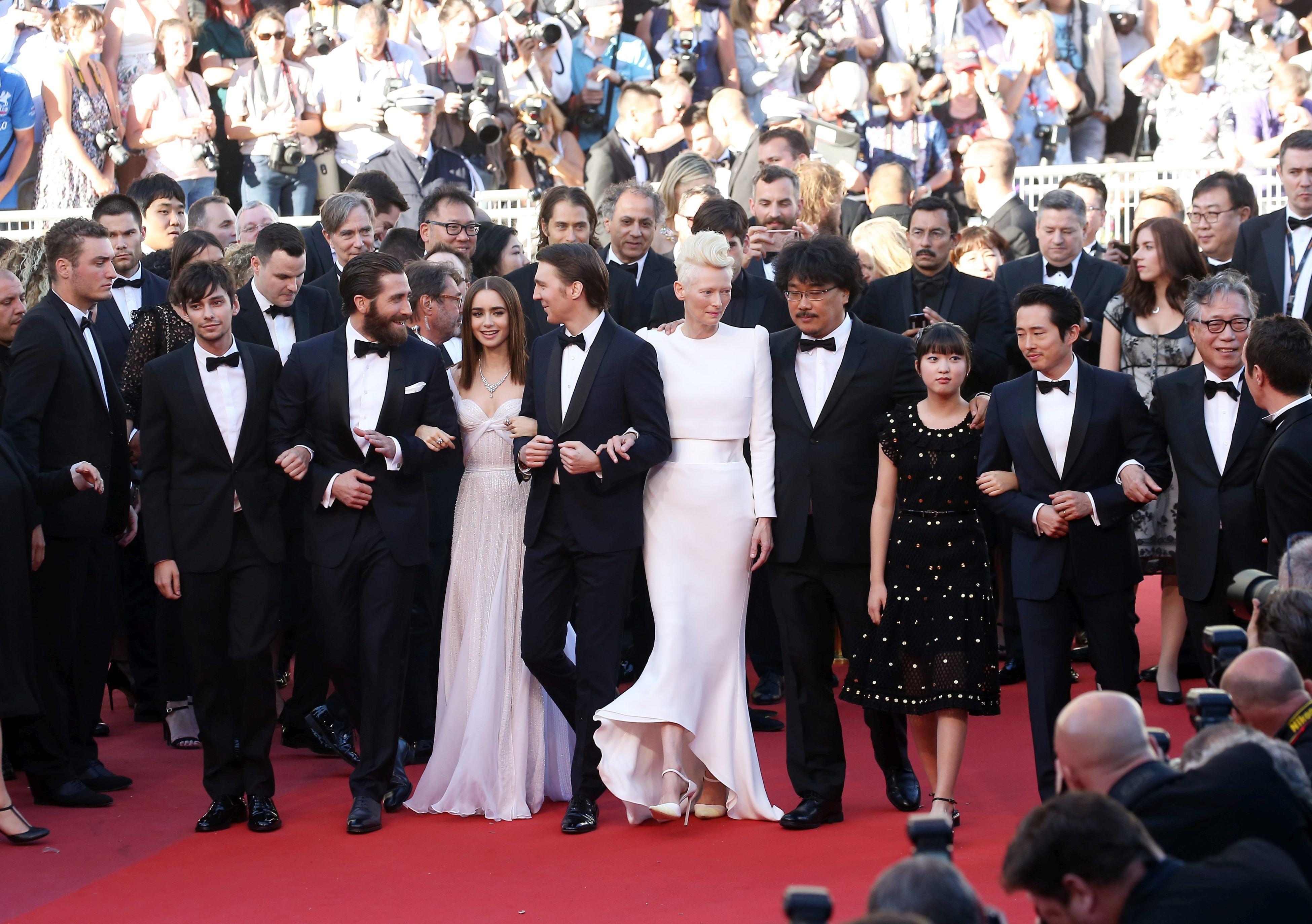 Rihanna, apariție spectaculoasă la Festivalul de Film de la Cannes. Ce vedete au mai strălucit pe covorul roșu