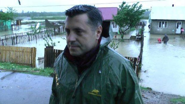 Inundații în Moldova. Zeci de oameni, evacuați din calea apelor. Mii de locuințe au rămas fără curent electric