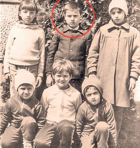 Totul despre copilăria lui Adrian Mutu. A luat microbul fotbalului de la mama lui. Născut de 9, fotbalist de 10!