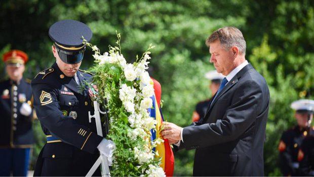 Președintele Iohannis, vizită oficială în SUA: A depus o coroană de flori la Monumentul Soldatului Necunoscut, de la Washington