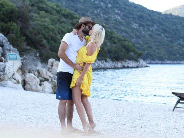 """Jojo, declarație de dragoste pentru Paul Ipate. A făcut anunțul pe plajă. """"Nimic nu unește mai frumos decât apariția unui copil."""""""