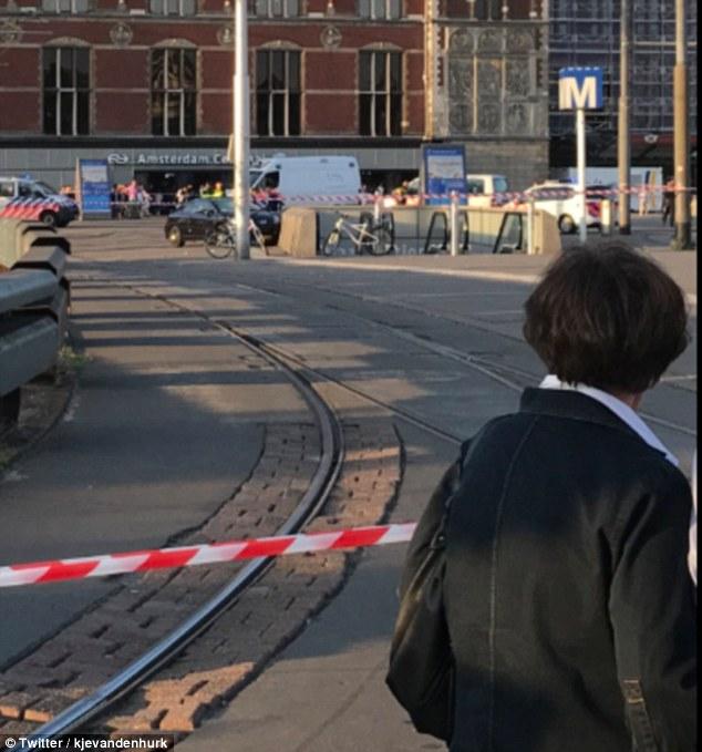 UPDATE. Incident la Amsterdam. O mașină a intrat într-un grup de oameni. Opt persoane au fost rănite, iar două victime ar fi în stare gravă