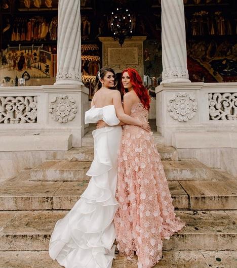 Sora Elenei Gheorghe s-a măritat. Ce rochie de mireasă frumoasă a avut Ana