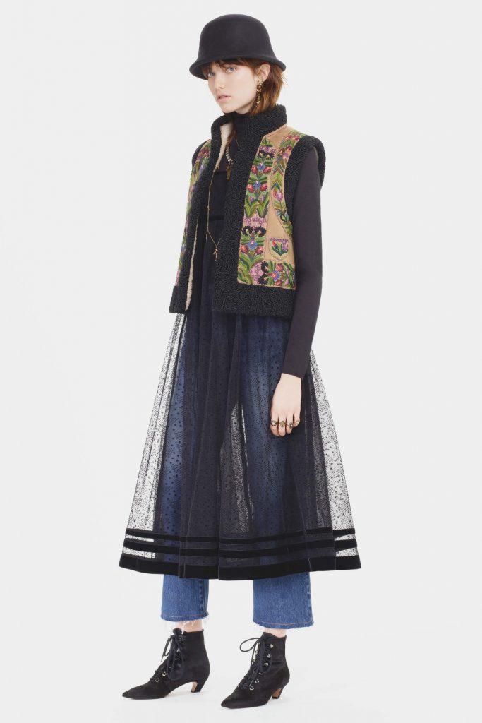 Dior a copiat și o vesta din Bucovina