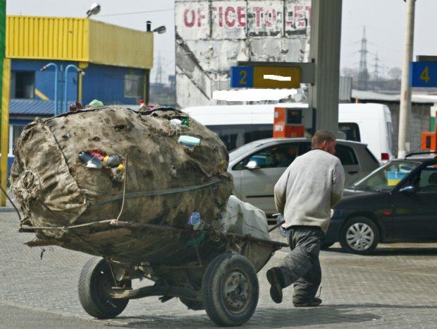 Azi începe în Parlament războiul afacerii ambalajelor. România importă deşeuri şi ia amenzi pentru... gunoi