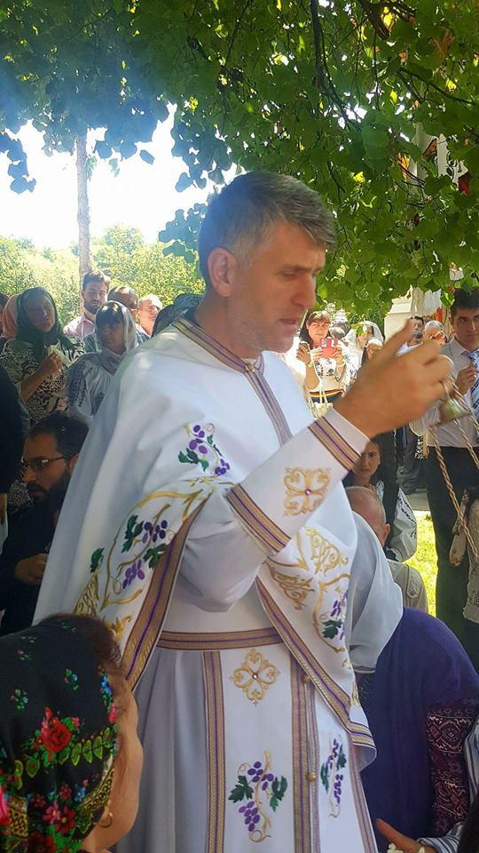 Anchetă la Arhiepiscopia Alba Iulia. Preotul și cântărețul Cristian Pomohaci ar fi încercat să corupă un minor | VIDEO