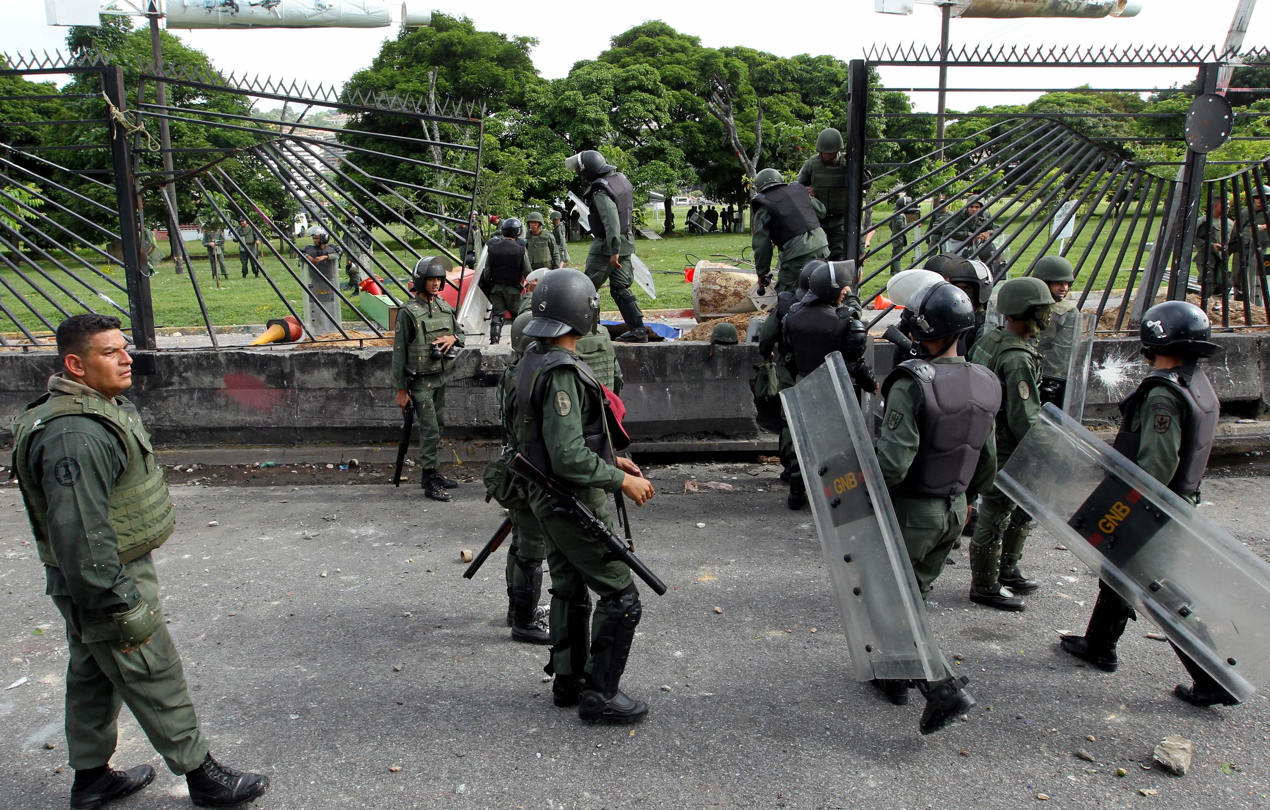 Protestele violente continuă în Venezuela. Zeci de oameni au fost răniți în urma manifestațiilor