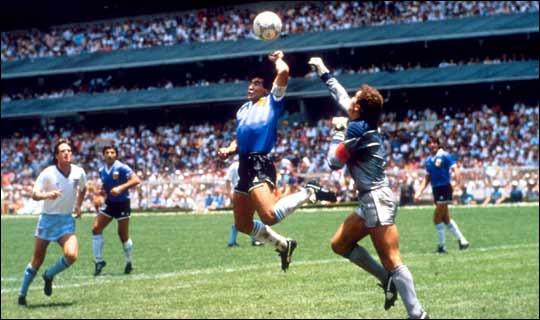 """A murit arbitrul care nu a văzut """"Mâna lui Dumezeu"""" a lui Maradona. Bulgarul Docev împlinise luni 81 de ani"""