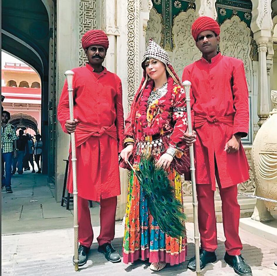 Loredana Groza a făcut turul templelor în India...
