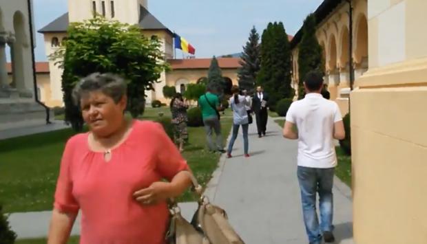 Mariana Mirea are grijă de averea preotului Cristian Pomohaci, implicat într-un scandal sexual. Mariana Mirea negocia onorariile la spectacolele de muzică populară
