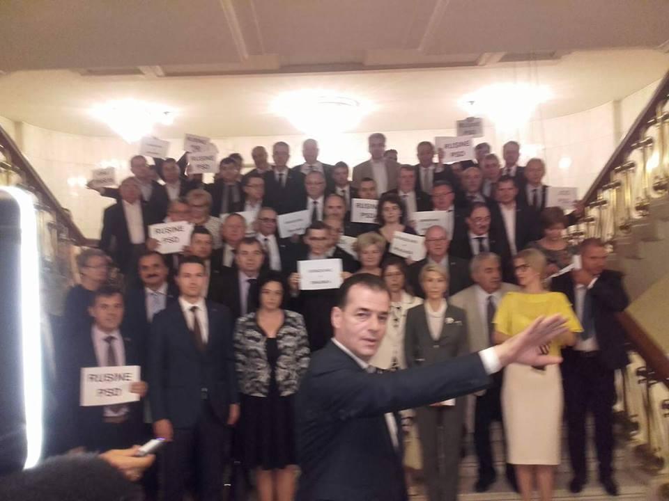 Moțiunea de cenzură a trecut, cu 241 de voturi. Guvernul Grindeanu e oficial demis