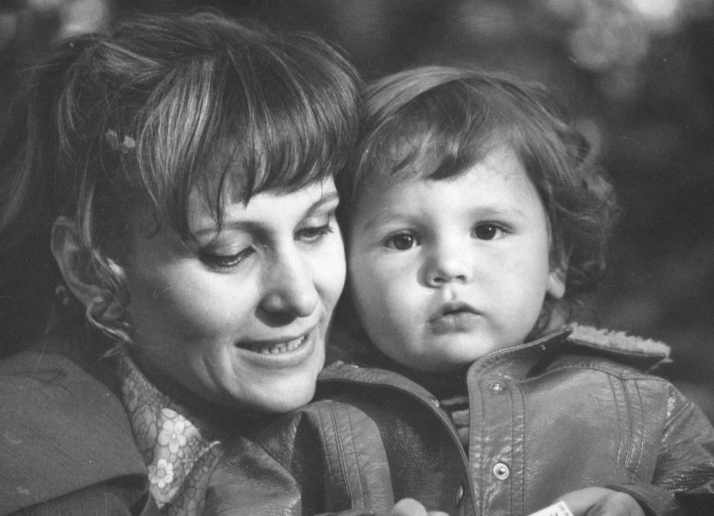 Florin Piersic Junior îi duce dorul mamei sale, care a murit. Imagine rară cu cei doi
