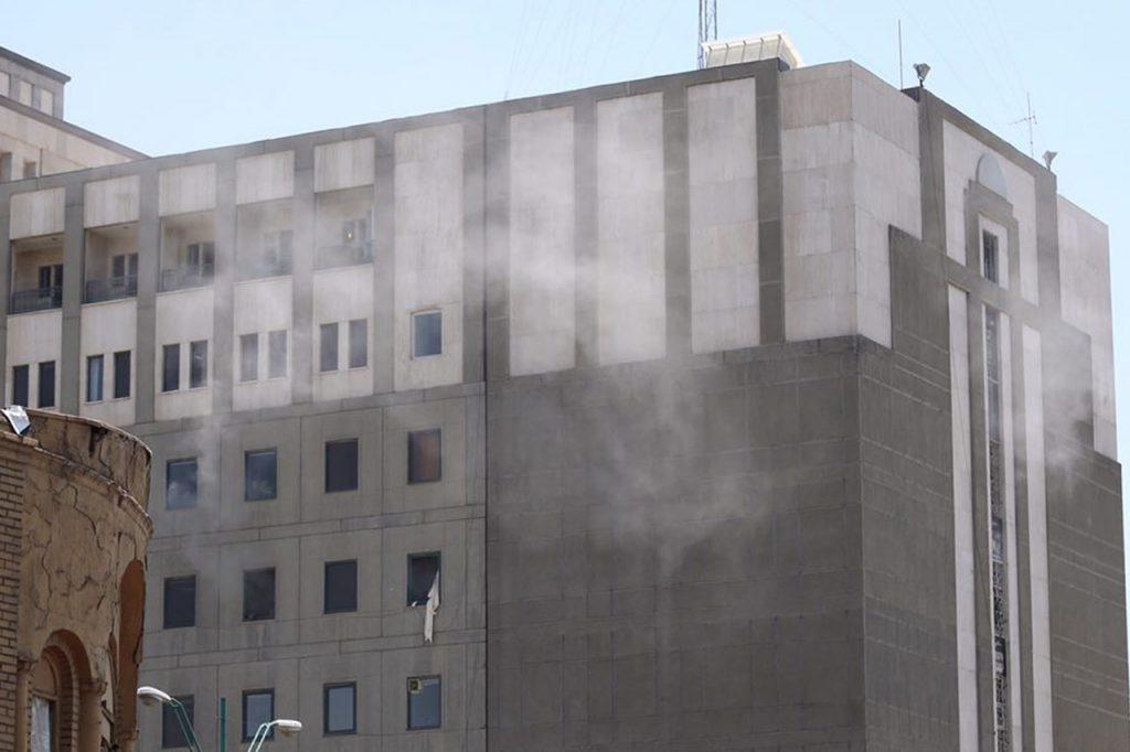 Incident armat în parlamentul iranian