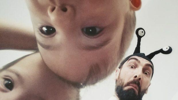 Soțul Cristinei Bălan, imagine emoționantă alături de gemenii lor. Băieții au sindromul Down
