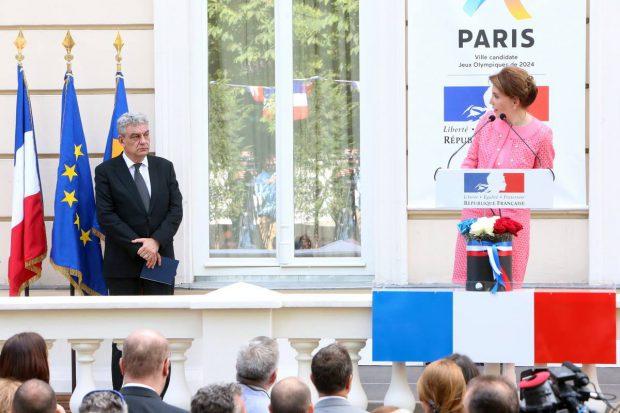 Tudose l-a invitat pe premierul Franței în România; Ambasada a sărbătorit Ziua Națională elogiind marii olimpici sportivi