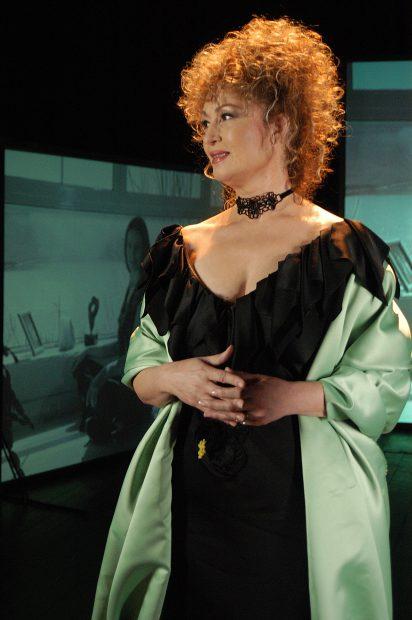 Angela Similea pe scena