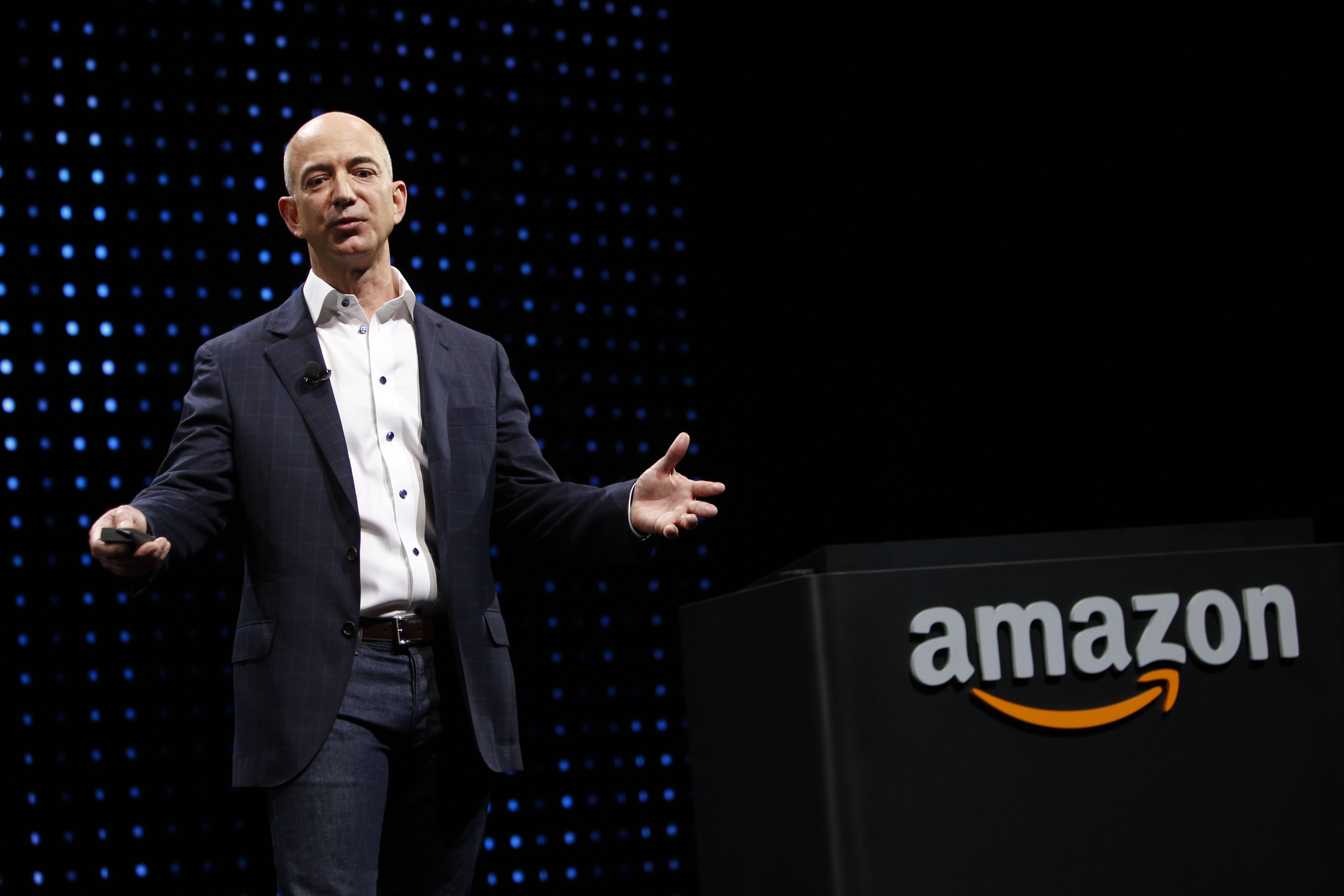 jeff bezos visionary of amazon com The purpose of this paper was to analyze the leadership style of a business executive and the relationship of the said leadership style to the health of the organization the leadership of jeff bezos: the ceo of amazoncom was evaluated the purpose.