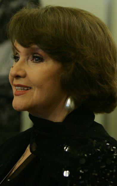 Margareta Pâslaru în negru