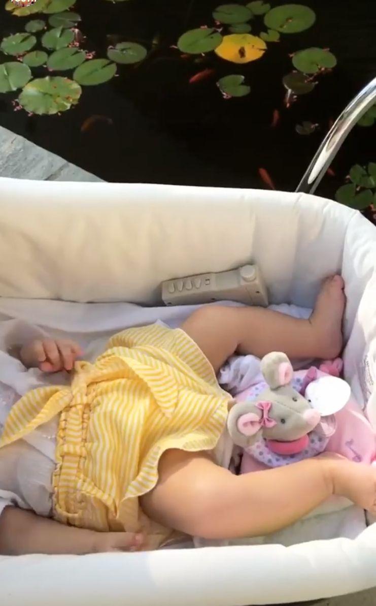 EXCLUSIV/ Mădălina Ghenea își plimbă fiica prin lume din primele luni de viață. Crescută în confortul unui iaht de 8 milioane de euro