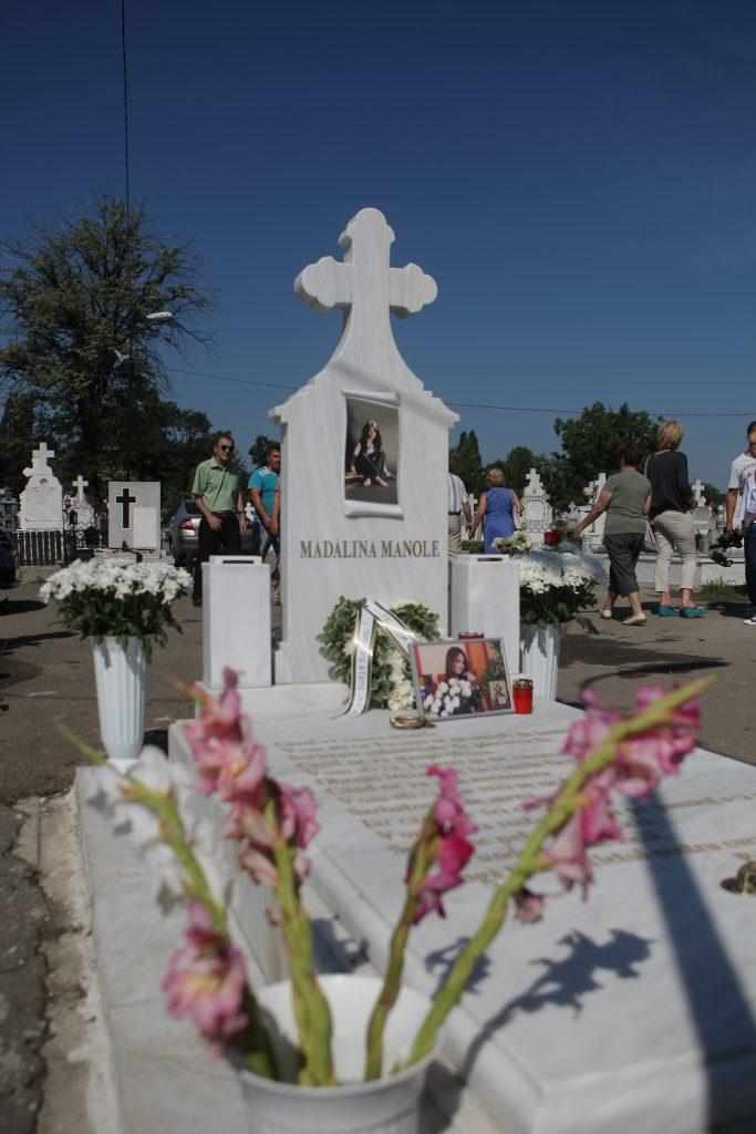 EXCLUSIV/Fiul duhovnicului Mădălinei Manole va ține slujba de pomenire a artistei. Toți prietenii cântăreței merg sâmbătă la cimitir