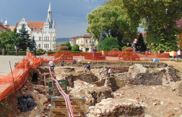 Schelet vechi de peste 500 de ani descoperit în Caransebeș