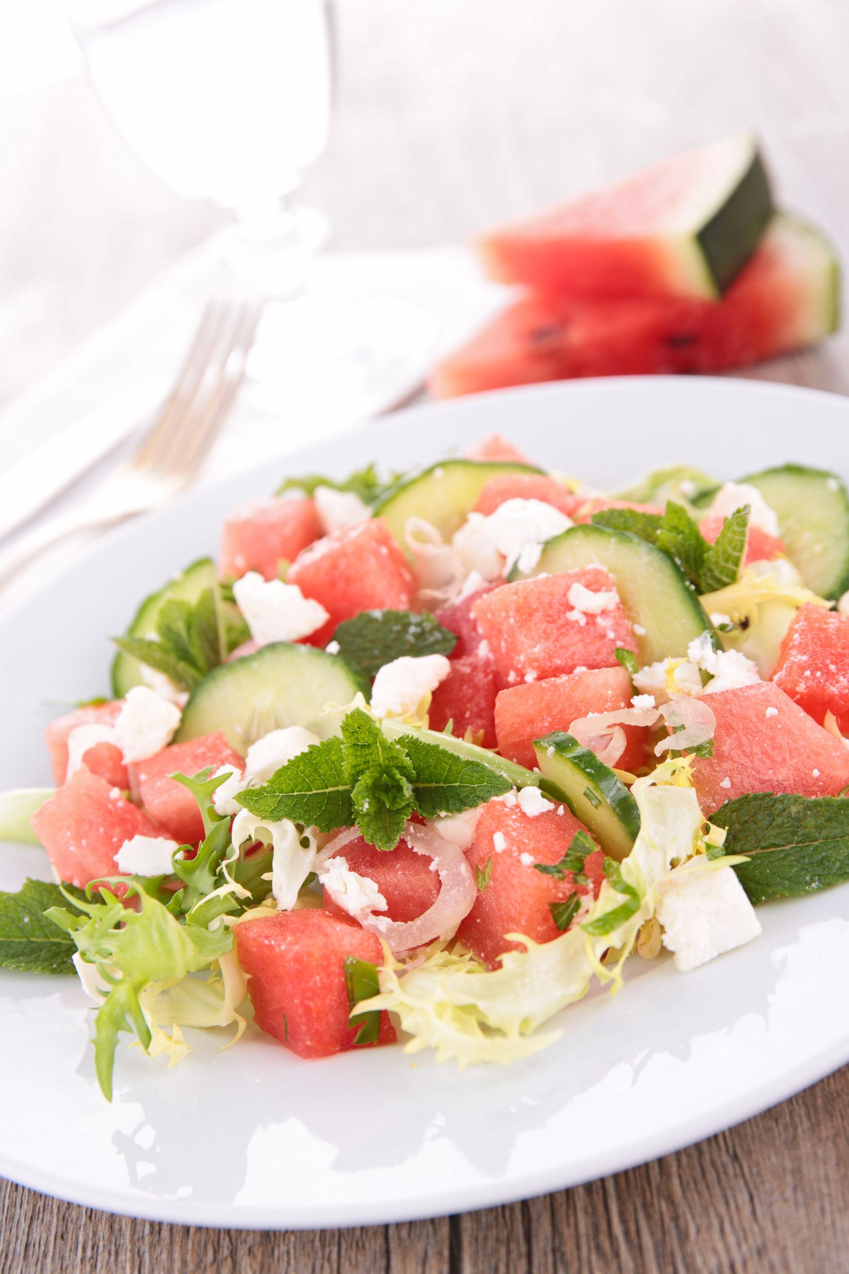 salată cu castraveți
