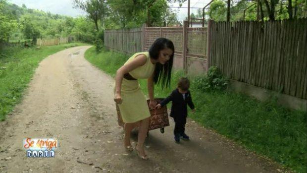 Băiețelul Andreei Mantea și-a însoțit mama la filmări. Cât de elegant este David