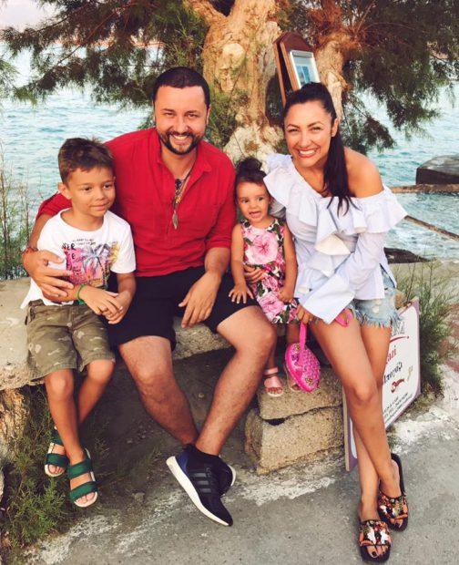 """Andra și-a încheiat vacanța în Grecia. Cum s-a pozat alături de familia ei. """"Se spune că orice minune durează 3 zile"""""""