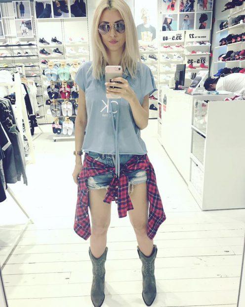 Andreea Bălan s-a pozat la cumpărături și a făcut imaginea publică