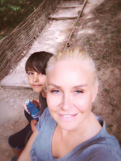 Vica Blochina și fiul ei se relaxează la Sinaia. Ce mare a crescut Edan