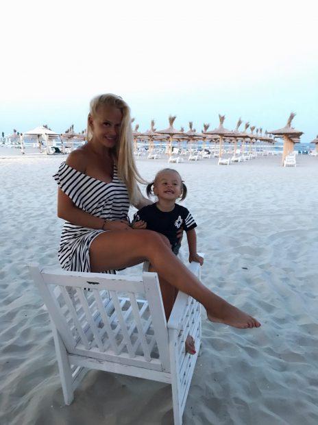 Fetița Andei Adam a crescut. Evelin are aproape 2 ani și seamănă perfect cu mama ei