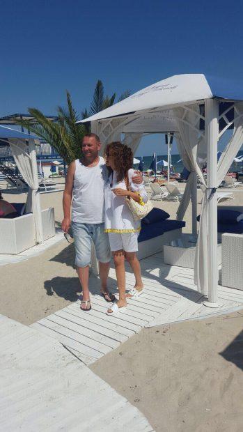 Adina Alberts și Viorel Cataramă, weekend de adolescenți la Mamaia. Cum arată medicul estetician la 48 de ani!