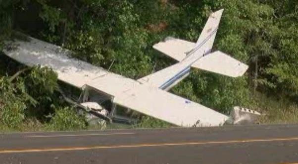 Avion uşor, prăbuşit în Franţa. Pasagerii au murit pe loc
