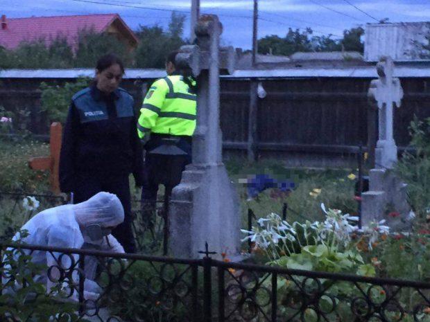 Bărbatul găsit mort în cimitir nu avea mai mult de 40-50 de ani | FOTO: tvmneamt.ro