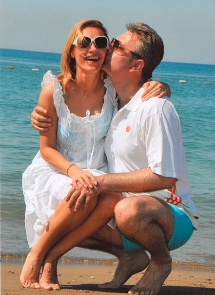 Gabriela Firea și Valentin Pandele, sărut pătimaș la malul mării. Au refăcut o imagine din luna de miere