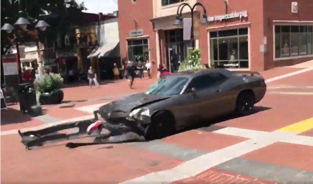 VIDEO | Momentul șocant în care mașina a intrat în mulțimea de oameni, în Charlottesville