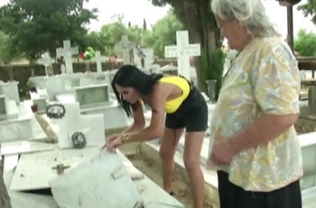 Gestul șocant făcut de Margherita din Clejani. A mers în cimitir și a luat pământ de pe morminte