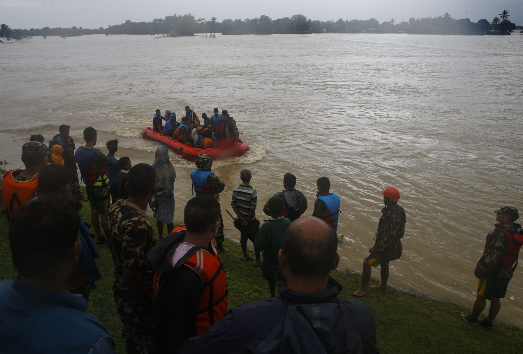 Elefanți folosiți pentru salvarea victimelor inundațiilor din Nepal