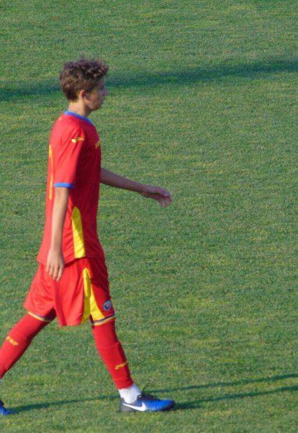 """Nicholas Popescu, mai talentat decât Ianis Hagi. Ce spun antrenorii despre fiul """"Baciului"""""""
