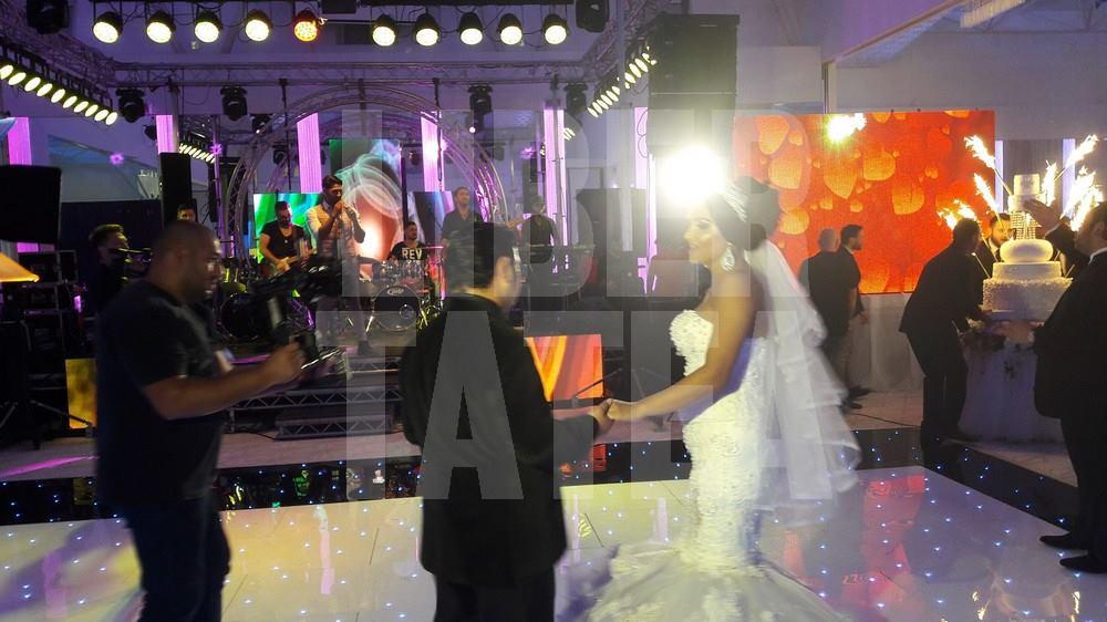 Imagini EXCLUSIVE de la nunta anului în manele! Chef într-un salon cât un teren de fotbal pentru Sorinel Copilul de Aur