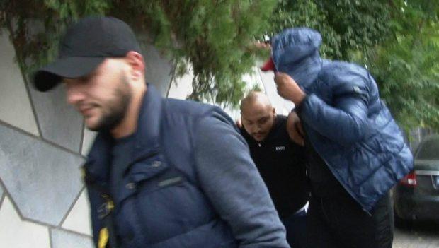Manelistul Dani Mocanu, săltat de mascați într-un dosar de proxenetism