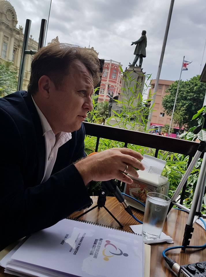 """VIDEO EXCLUSIV/ Dragos Dolănescu vrea să transforme casa din Sinaia în cârciumă...memorială. """"Or să fie multe petreceri, o să se mănânce bine"""""""
