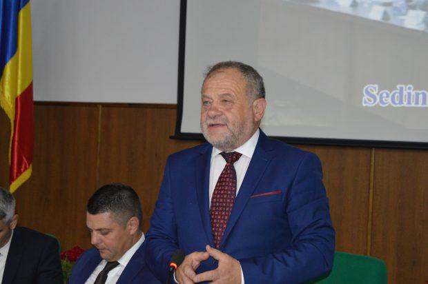 FOTO/ Ședință cu scandal și fel de fel de amenințări la Consiliul Județean Vaslui, provocat de un consilier PNL
