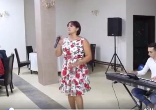 Cântăreața de muzică populară Elena Epure a murit într-un accident de mașină.