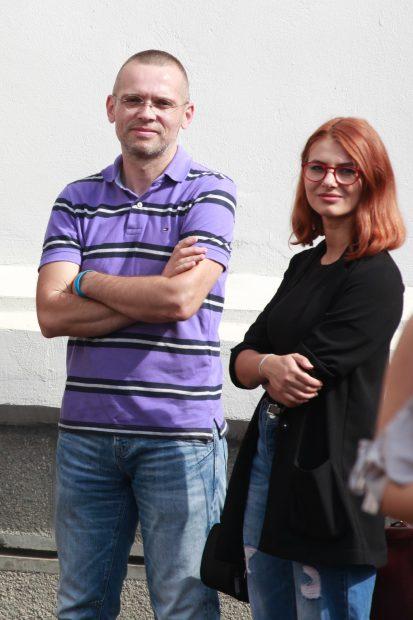 Emoții cu carul pentru cunoscutul reporter de război Adelin Petrișor, revenit în curtea liceului din Buzău pe care l-a absolvit